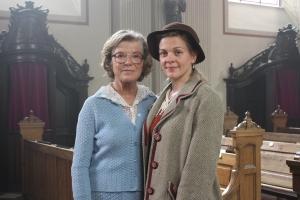 """Jutta speidel und Christiane Bärwald bei den Dreharbeiten zu """"Wir sind doch Schwestern"""""""
