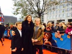 """Martina Gedeck mit ihren Kindern bei der """"Paddington 2"""" Premiere in Berlin"""