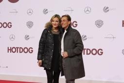 """André M. Hennicke mit seiner Partnerin bei der """"Hot Dog"""" Premiere in Berlin"""
