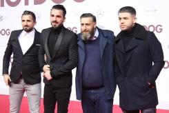 """Kida Khodr Ramadan mit Begleitung bei der """"Hot Dog"""" Premiere in Berlin"""