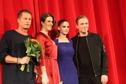 """TIl Schweiger, Anne Schäfer, Lisa Tomaschewsky und Matthias Schweighöer nach der gelungenen """"Hot Dog"""" Premiere in Berlin"""