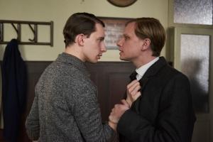 """Robert Stadlober und Jonathan Berlin in """"Tannbach"""""""