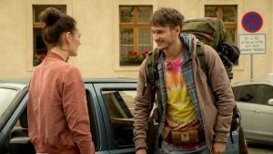 """Maria Ehrich und Vladimir Burlakov in """"Chaos Queens - Ehebrecher und andere Unschuldslämmer"""""""