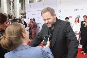 """Samuel Finzi und Sabrina Heun beim """"Deutschen Filmpreis 2018"""""""