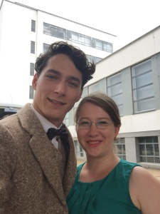 "Noah Saavedra und Sabrina Heun am Set von ""Bauhaus"""