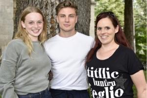 Luna Wedler, Jannik Schümann und Romanautorin Jessica Koch