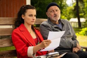 """Paula Schramm und Leonard Lansink in """"Die andere Tochter"""""""