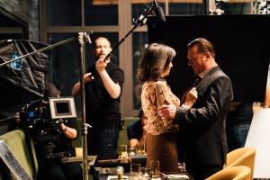 """Iris Berben und Peter Kurth während der Dreharbeiten für """"Die Protokollantin"""""""