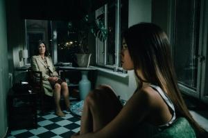 """Iris Berben und Zoe Moore in """"Die Protokollantin"""""""