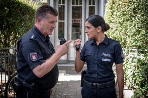 """Bruno F. Apitz und Aybi Era in """"Notruf Hafenkante"""""""