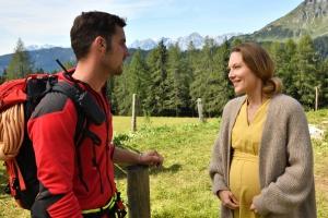 """Ferdinand Seebacher und Tessa Mittelstaedt in """"Die Bergretter"""""""